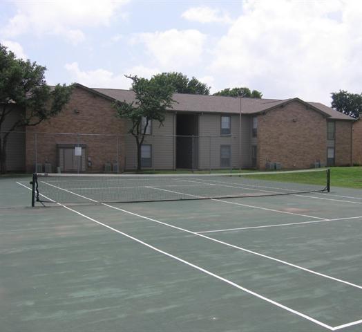 Bent Tree Oaks Apartment Tennis Court