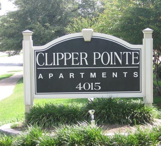 Clipper Pointe Apartment Sign