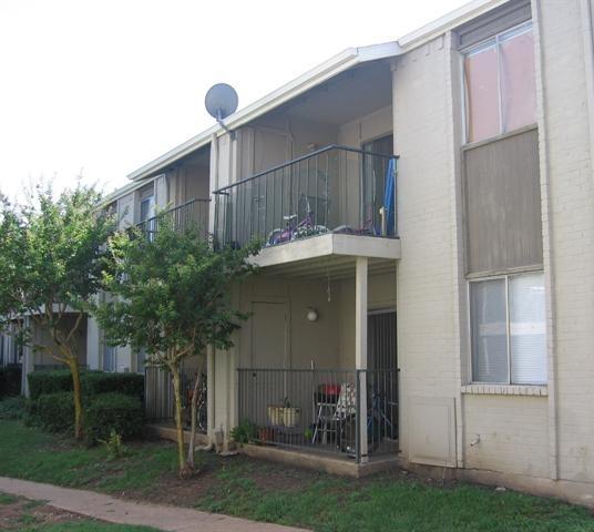 Allen Park Apartments: Clipper Pointe Apartment View