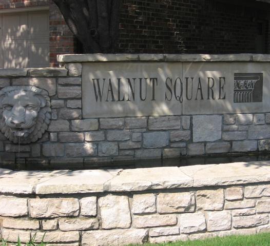Walnut Square Apartment Sign